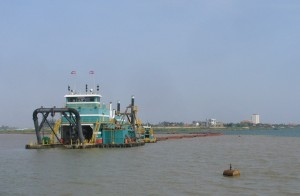 Pumping sand from the Mekong into the lake